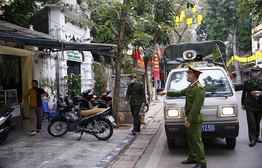 hanoi closes sidewalk eateries cafes to curb covid 19 spread