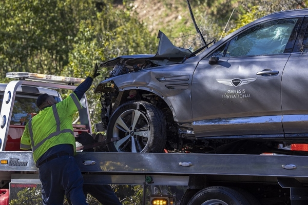 tiger woods in surgery after roll over car crash