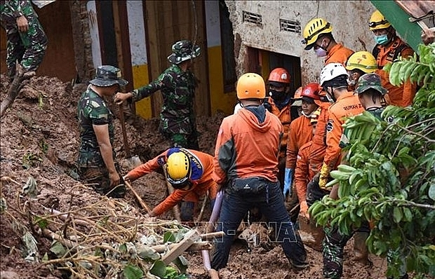 at least five killed 70 missing after landslides in indonesias gold mine