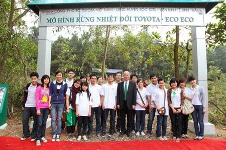 toyota motor vietnam helps the greening of hanoi