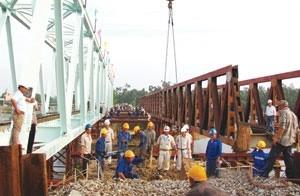 japanese oda putting railway bridge reinforcement on track