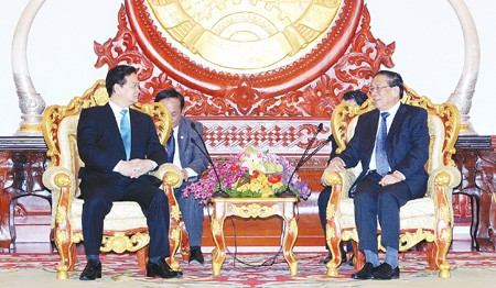 pm dung holds talks with lao party general secretary