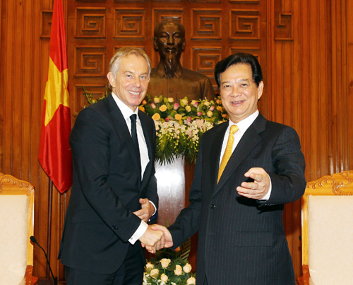 Prime Minister Dung thanks Blair for continued investment advice