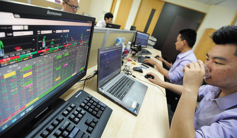 VN Index closes flat on blue chips, energy stocks
