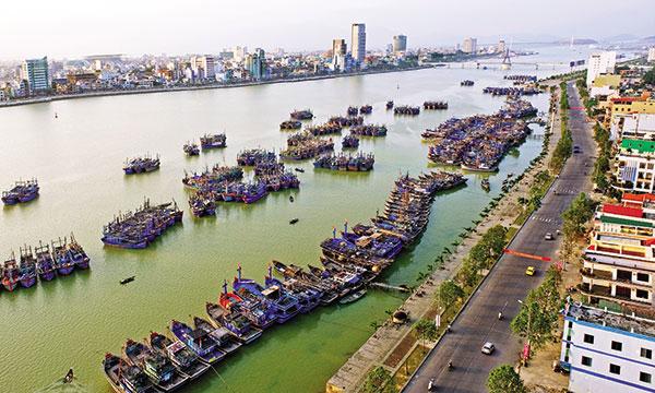 central vietnam a third investor hub