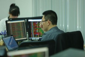 Blue chips drive VN stocks back up
