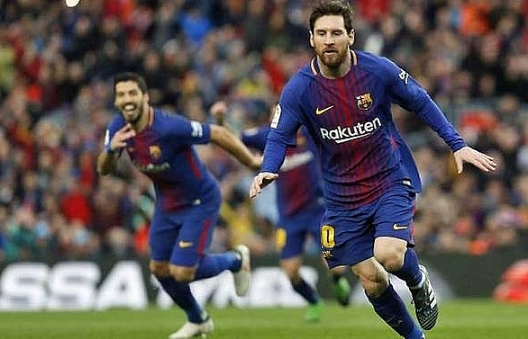 barcelona pull clear as messi brilliance edges out atletico