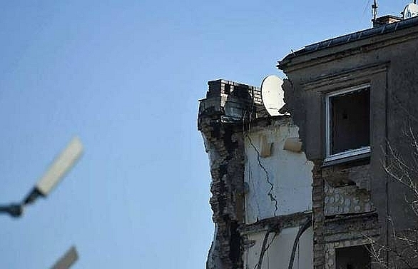 four dead 21 hurt in poland building collapse