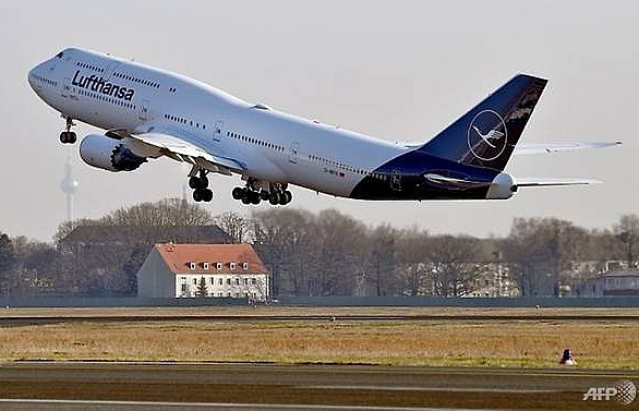 thieves steal us 5 million from lufthansa plane in brazil