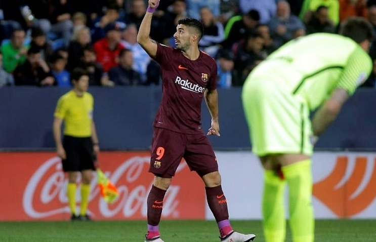 barcelona stroll past malaga without messi
