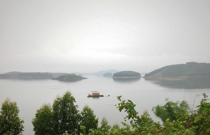 ten unmissable lakes for tourists in vietnam