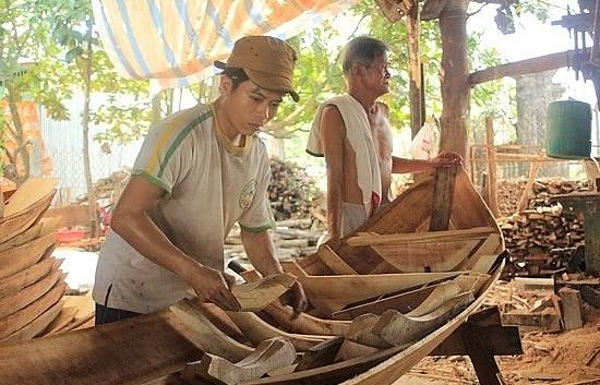 boat making village seeks to preserve tradition