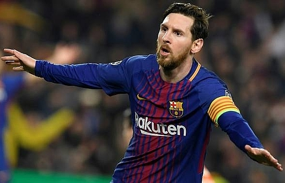 messi hits champions league century in barca win over chelsea