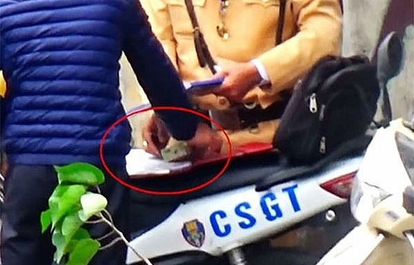policemen suspected of taking bribes temporarily suspended