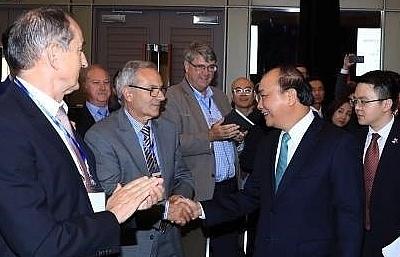 pm phuc welcomes australian firms to vietnam