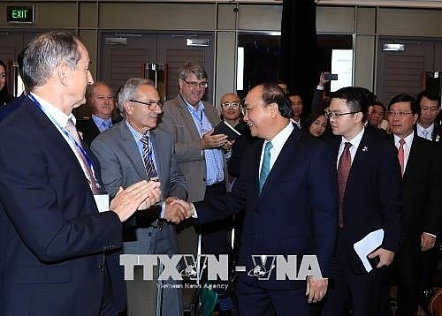 pm phuc welcomes australian firms to viet nam