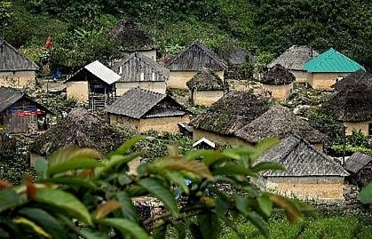 mushroom house of the black ha nhi in lao cai