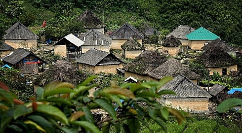mushroom house of the black ha nhi in lao cai