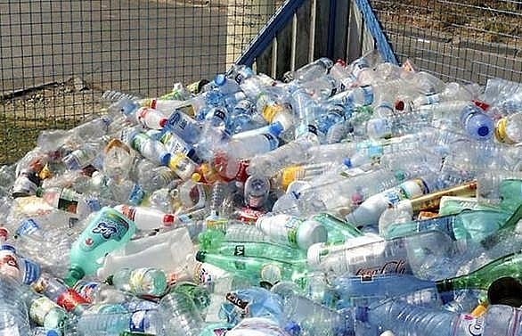 uk plans plastic bottle charge to tackle pollution