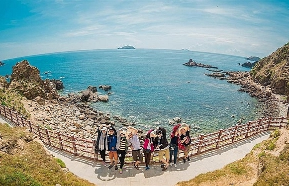 binh dinh neighbours cooperate on tourism