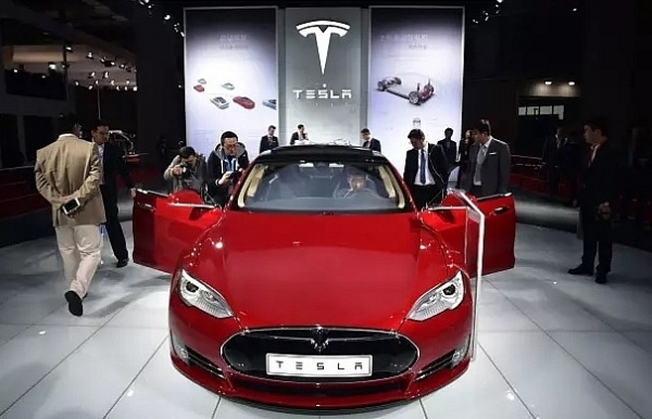 tesla recalls 123000 cars for power steering fix