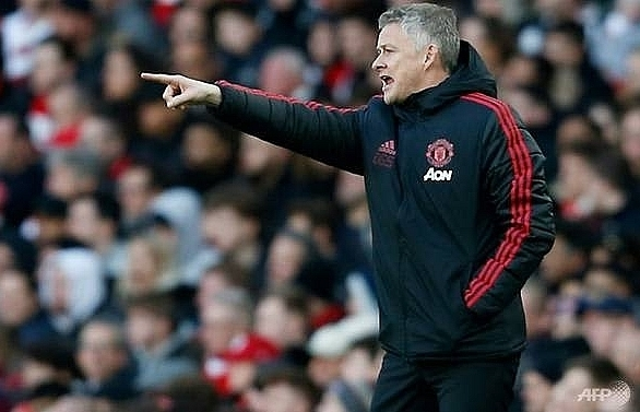 solskjaer referee rage as arsenal dent uniteds top four bid
