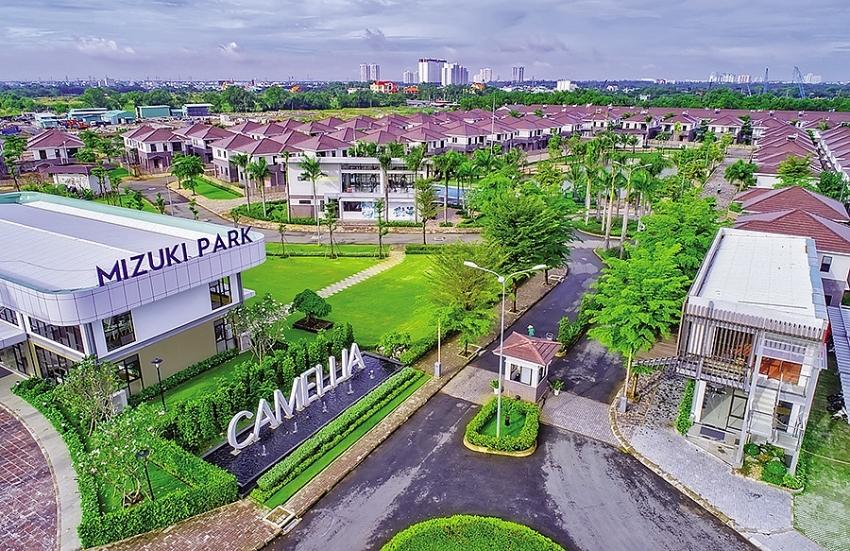 japanese investors flock to real estate