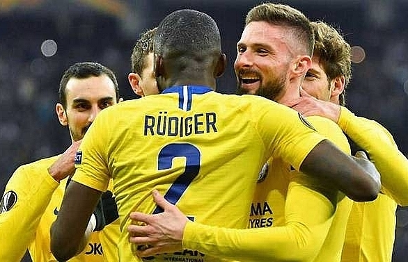 giroud hat trick helps chelsea ease into europa league quarter finals