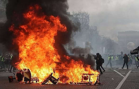 paris luxury stores looted burned in yellow vest riots