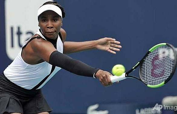venus williams holds off jakupovic to advance at miami open