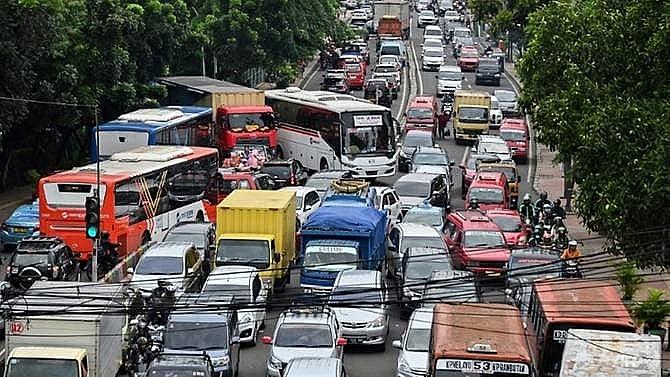 traffic choked jakarta to inaugurate mass rapid transit system