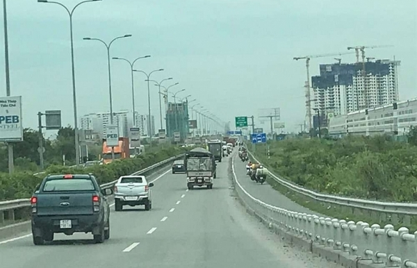 hcm city long thanh dau giay expressway faces increasing traffic congestion