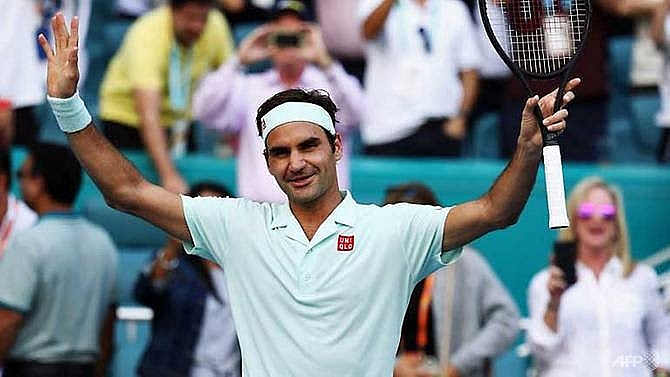 federer cruises on while halep advances to miami open semi finals