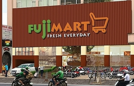 Foreign retailers raise the local game