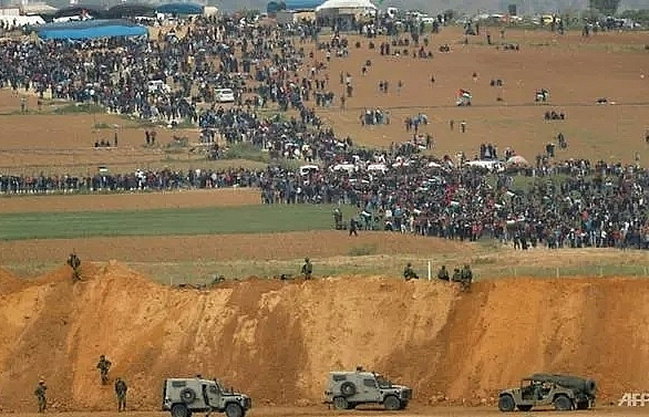 four killed as thousands protest at border but gaza israel truce holds