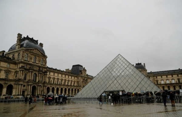 france closes louvre as covid 19 cases mount in europe