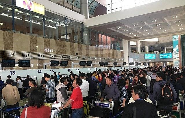 major airports halt passenger flights from s korea amid covid 19 outbreak