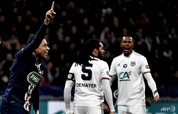 mbappes treble fires psg into french cup final