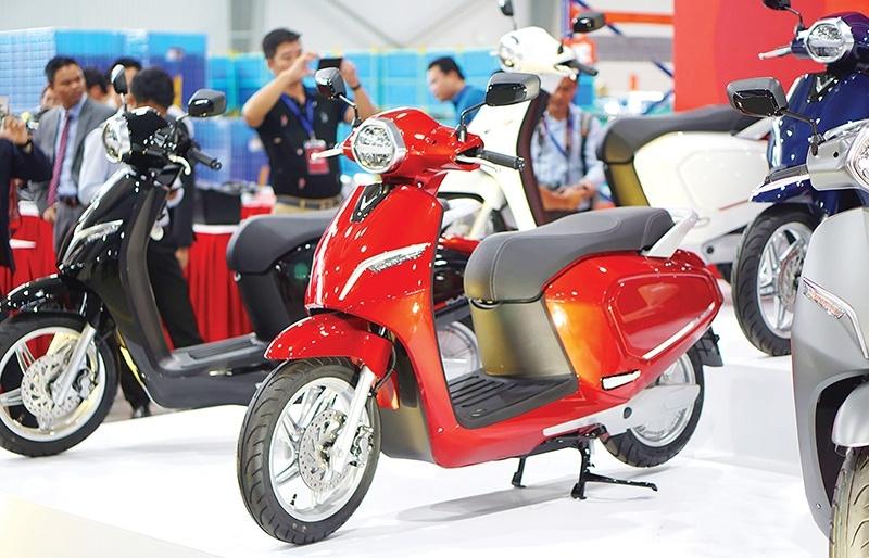 domestic two wheeler makers taking on industry behemoths