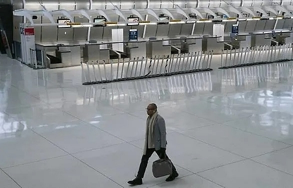 travellers rush into us ahead of ban on europe arrivals