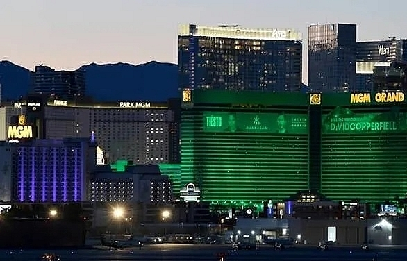 las vegas grinds to halt as casinos close over virus