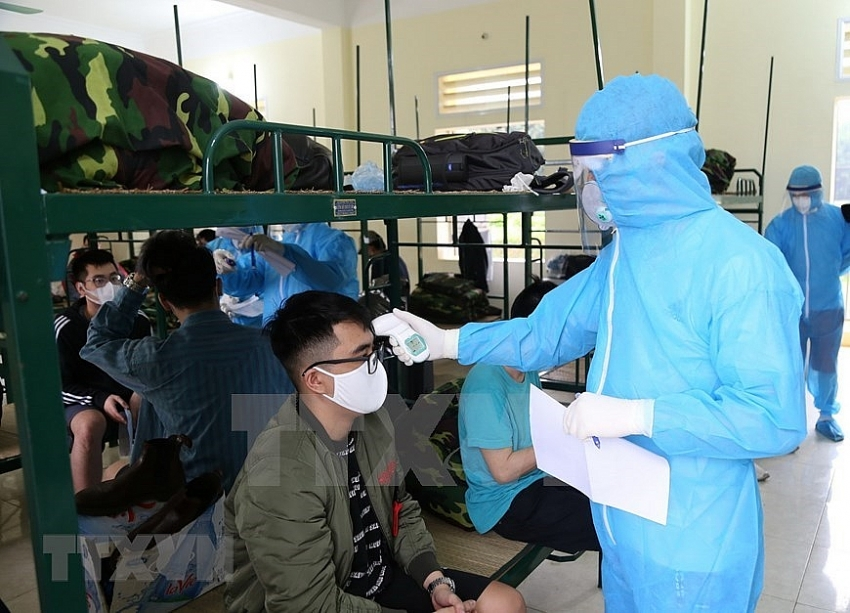 military soldiers take care of people under quarantine