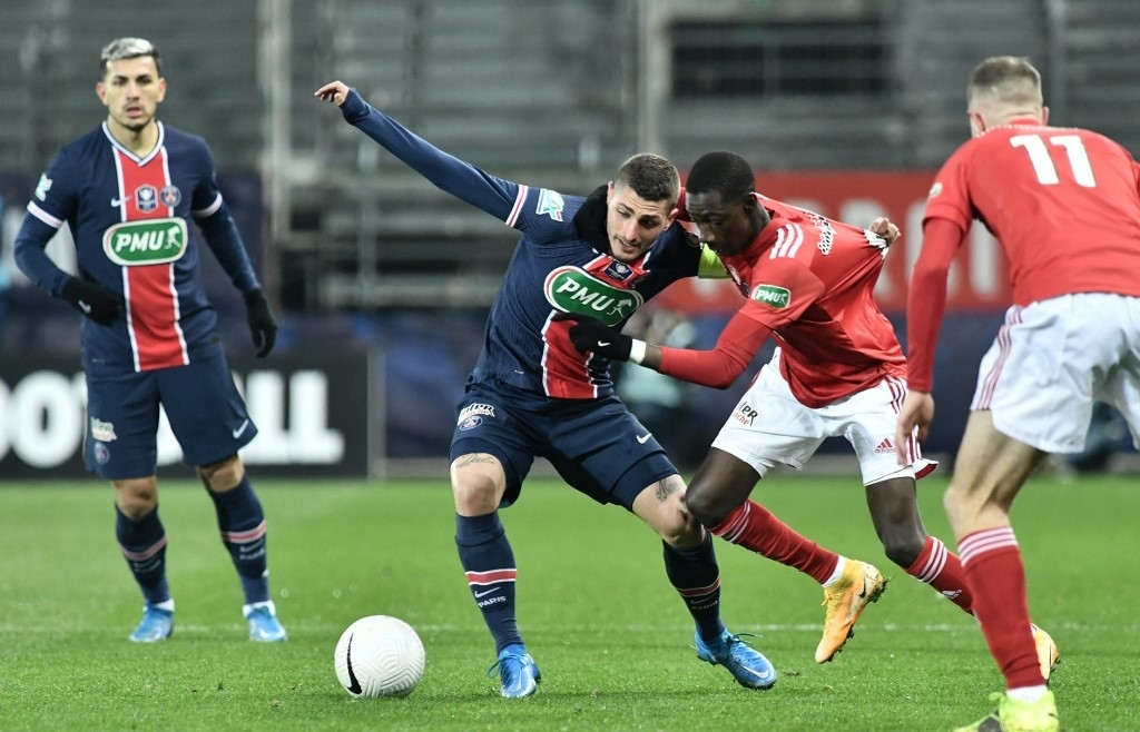 psg lyon advance in french cup as third tier red star shock lens