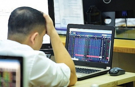 shares lose ground on strong selling force