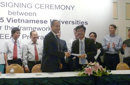 siemens vietnam helps local universities