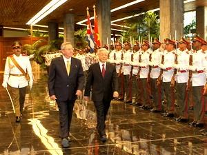 vietnam cuba discuss measures to beef up bilateral relations