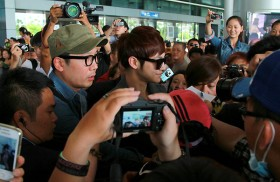 korean star receives warm vietnamese welcome