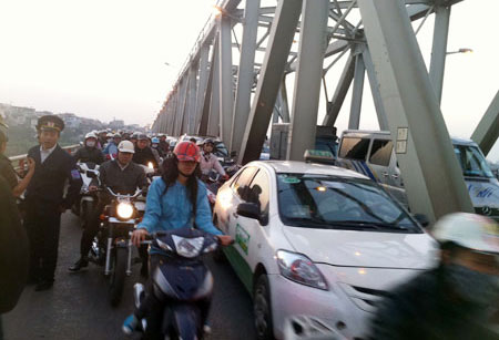 no taxis to ply on chuong duong bridge