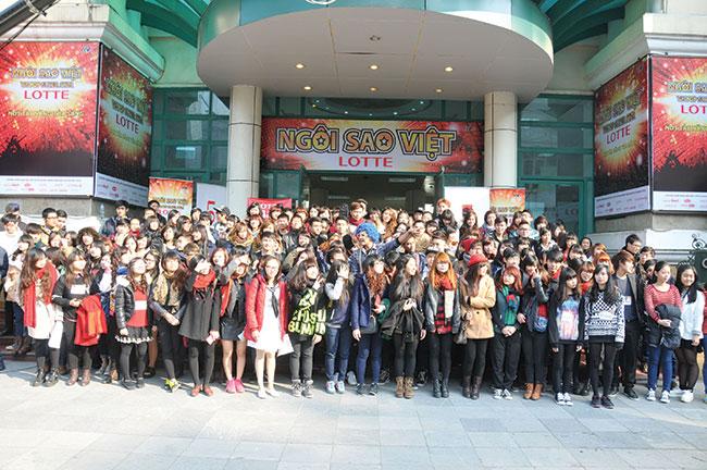 Lotte promotes Vietnamese pop stars