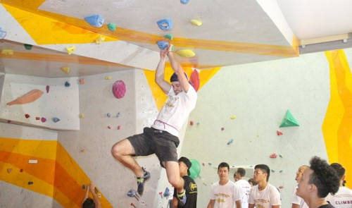 visit the ho chi minh city climbing gym that trains son doong porters